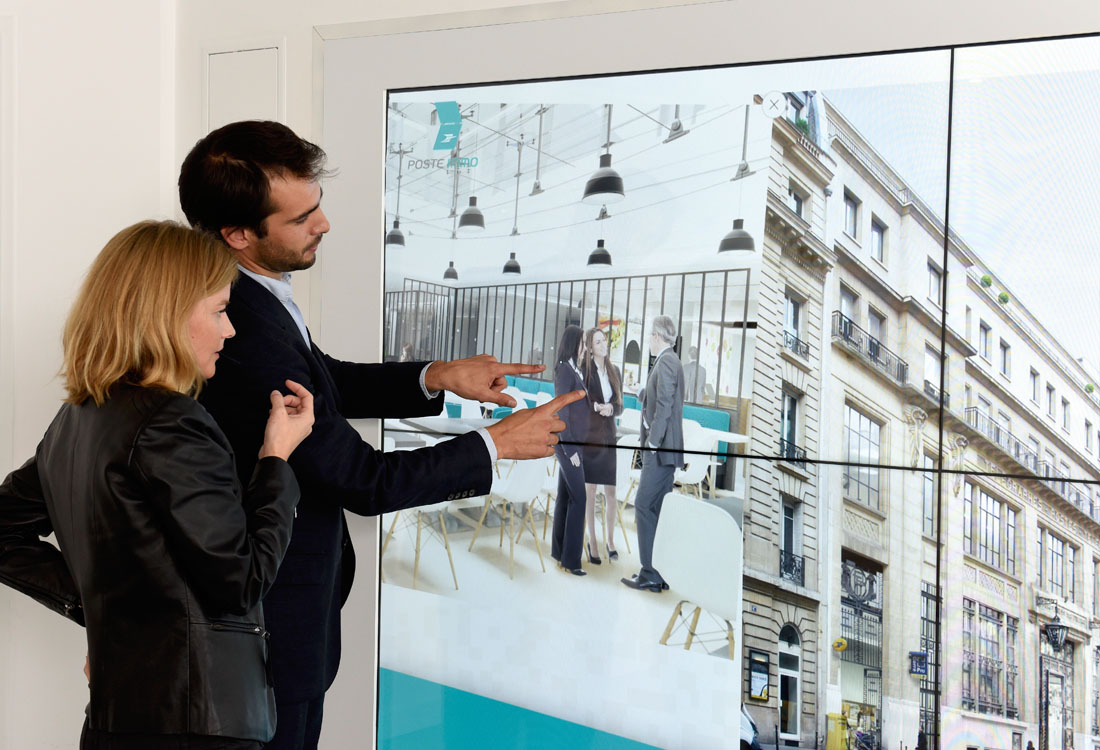 multitouch-wall-la-poste-immo-2