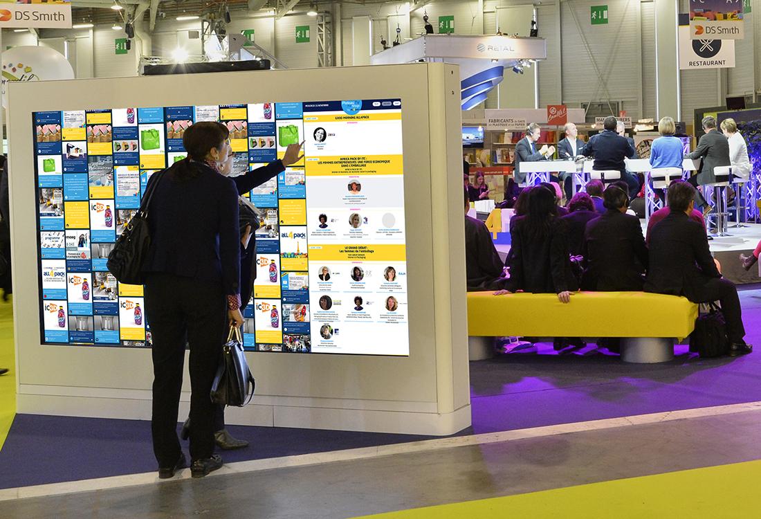 Offrez un support d'information unique a vos visiteurs en installant de tres grands ecrans tactiles