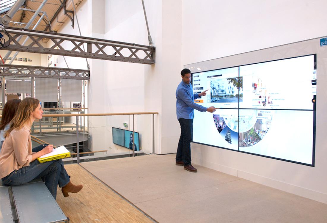 ecran-tactile-geant-expo