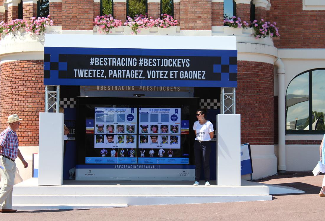 France Galop BLIWE installe #bestjockey premier mur tactile OUTDOOR 2